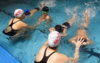 Entenda os benefícios da natação infantil